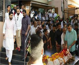 abhishek bachchan paresh rawal attend actor neeraj vora funeral