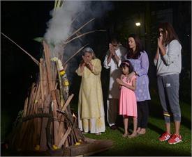 Holi Spl: ਬੱਚਨ ਪਰਿਵਾਰ ਨੇ ਕੀਤਾ ਹੋਲਿਕਾ ਦਹਿਨ, ਇਨ੍ਹਾਂ ਸਿਤਾਰਿਆਂ ਨੇ ਵੀ ਦਿੱਤੀਆਂ ਵਧਾਈਆਂ