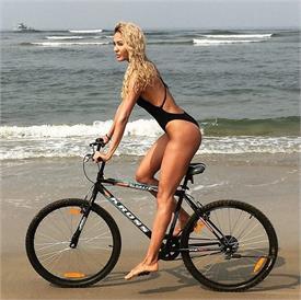 lisa haydon bikini pics