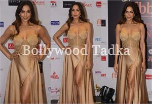 फेमिना मिस इंडिया कॉन्टेस्ट में पहुंची मलाइका, फ्रंट कट ड्रेस में दिखाई कातिलाना अदाएं