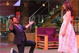 Pics: आलिया के सामने घुटनों पर आए शाहरुख, कपिल शर्मा के शो में एेसे की मस्ती