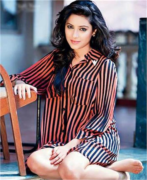 balika vadhu actor pratyusha banerjee commits suicide