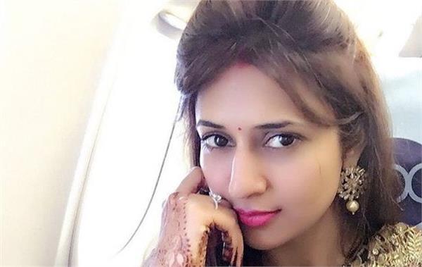 divyanka tripathi selfie