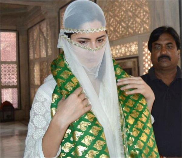 katrina reached agra face covered tomb of salim chishti climbing sheet