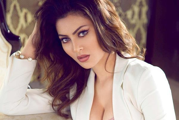 bollywood urvashi rautela injured on the sets of hate story four