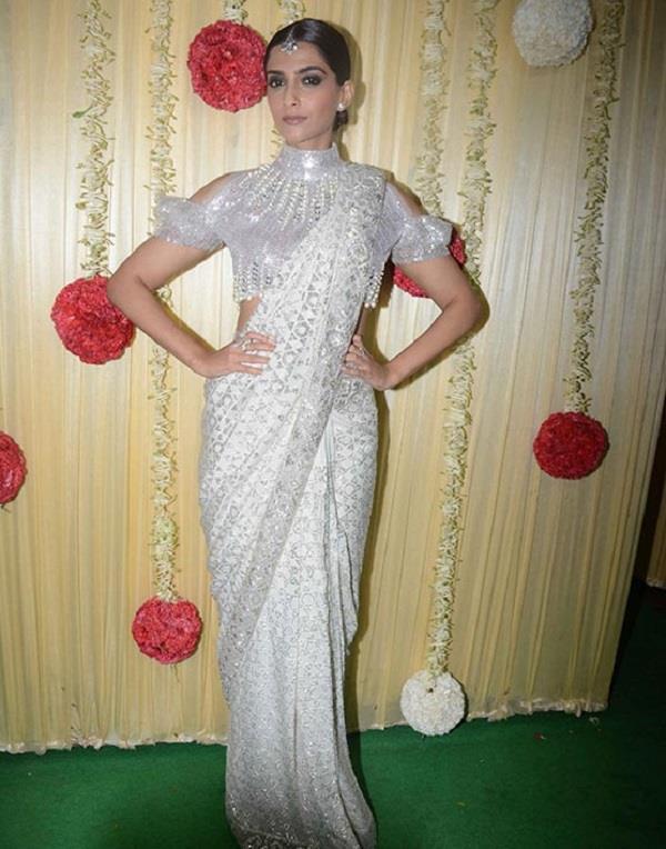 sonam kapoor an other celebs attires at ekta kapoor s diwali bash