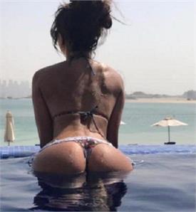 स्विमिंग पूल में नहाते हुए की तस्वीर शेयर कर इस मॉडल ने लगाई आग