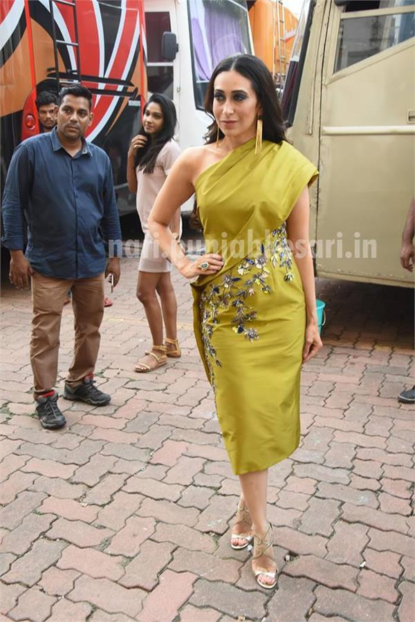 karishma look so stylsih in one shoulder dress
