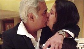 49 साल के डायरेक्टर ने पोस्ट की इंटीमेट फोटो, यूजर्स बोले- आंख खोलकर Lip Lock!