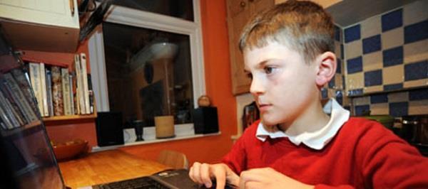 uk will ban facebook  twitter usage for kids under 13