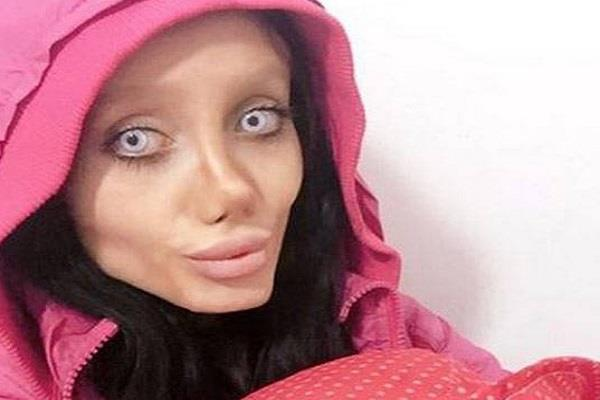 girl want to look like angelina jolie