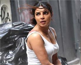 चलती गाड़ी से गिरीं प्रियंका चोपड़ा, आगे जो हुआ...देखिए इस वीडियो में