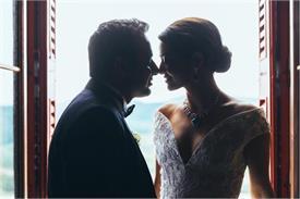 पॉलीवुड एक्ट्रैस ने पति के साथ रोमांटिक तस्वीर की शेयर, शादी का किया खुलासा!