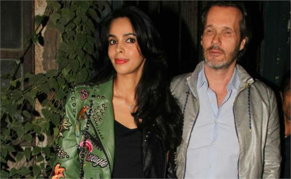 mallika sherawat homeless in paris not pay her apartment rent