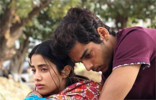 intense look of jhanvi kapoor and ishaan khattar from dhadak