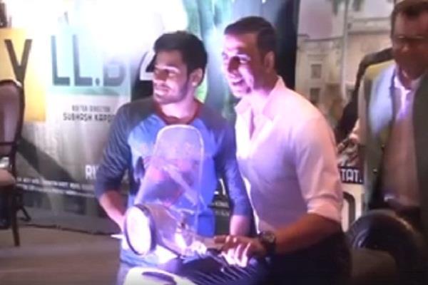 bathinda money garg wins akshay kumar jolly llb 2 scooter