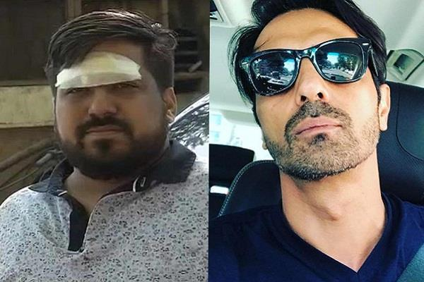 arjun rampal thrown a camera on youngster