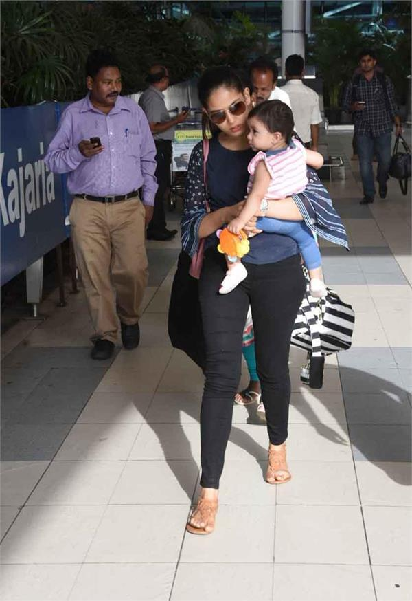misha snapped with mom mira rajput