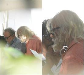 फिल्म के सैट पर अमिताभ और ऋषि कुछ इस अंदाज में हुए कैमरे में कैद