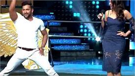 सोनाक्षी के सामने डांस के दौरान जज टेरेंस लुईस की फटी पैंट,वीडियो वायरल