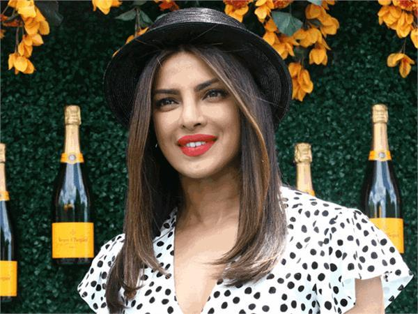 priyanka chopra wants to portray bat girl