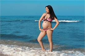 celina jaitley baby bump showing in bikini