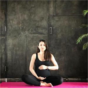 बेबी बंप के साथ सोहा अली खान ने किया योगा, बाकि एक्ट्रैस ने भी की तस्वीर शेयर