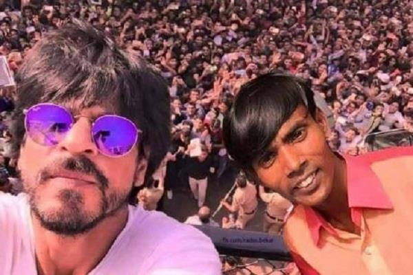 bangladeshi super star alom bogra selfie with shahrukh khan