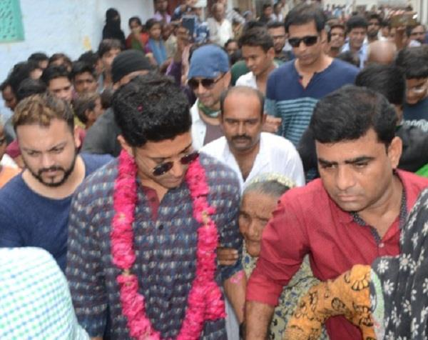 actor farhan arrives at the house of elders