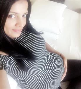 सेलिना जेटली ने बेबी बंप के साथ शेयर की तस्वीर