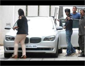 किंग खान बेचना चाहते हैं अपनी BMW सीरिज, नहीं मिल रहा कोई खरीददार