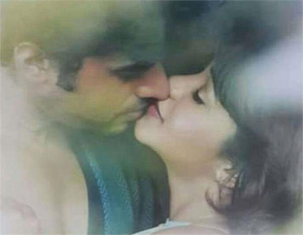 amrapali gupta lips locks with yash sinha