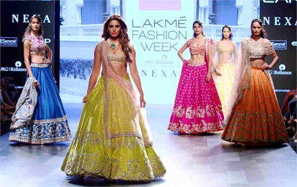 nargis fakhri looked glamours at lakme fashion week