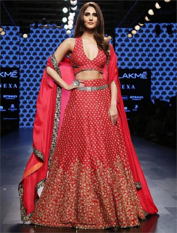 vaani kapoor looked mesmerising in her red lehnga