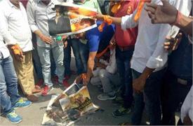 पद्मावती के खिलाफ सोशल मीडिया में कैंपेन, राजपूत संगठनों ने जलाए पोस्टर