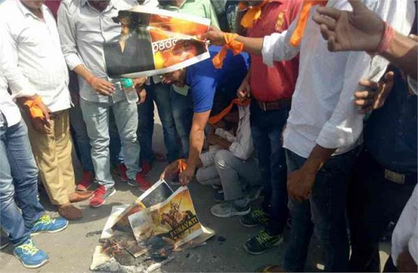 rajput karani sena burnt film padmavati posters in jaipur
