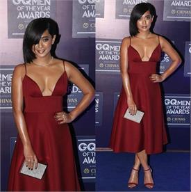 GQ Awards के दौरान हॉट ड्रैस पहने क्लीवेज दिखाती नजर आईं स्यानी गुप्ता