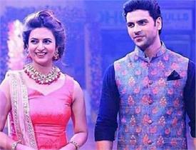 'रईस' के गाने पर दिव्यांका और विवेक ने फैंस के साथ किया डांस, देखें वीडियो