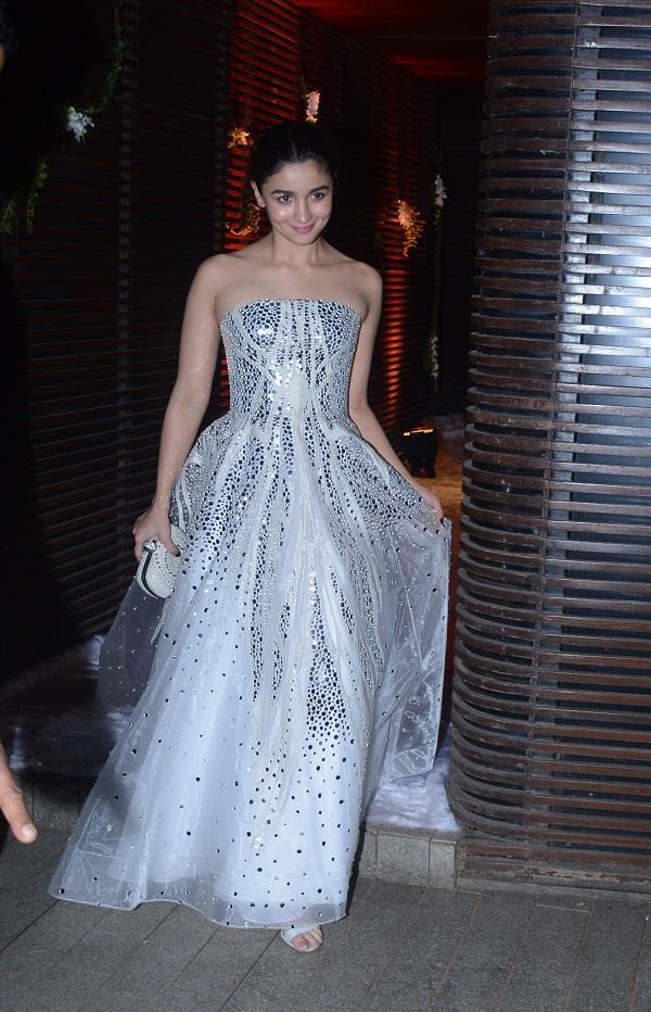 alia bhatt in off shoulder white gown