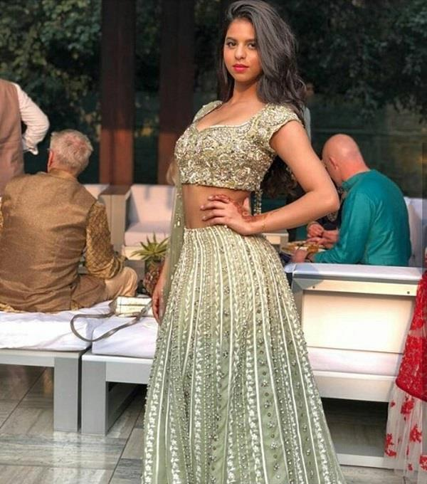 shahrukh daughter suhana seen in this style in family function