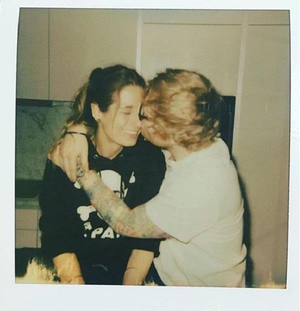 ed sheeran gets engaged to girlfriend