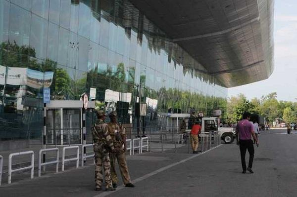 visitor entry on republic day of amritsar airport closed on