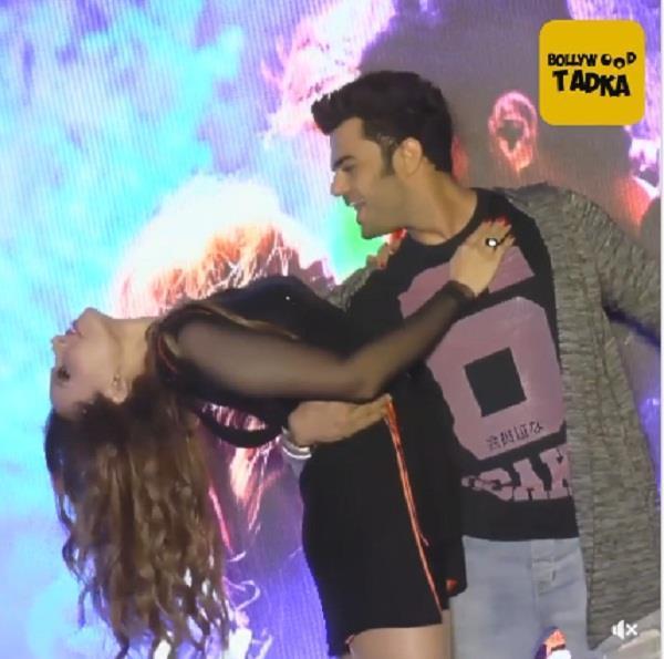 salman  s girlfriend iulia vântur romantic dance with manish paul