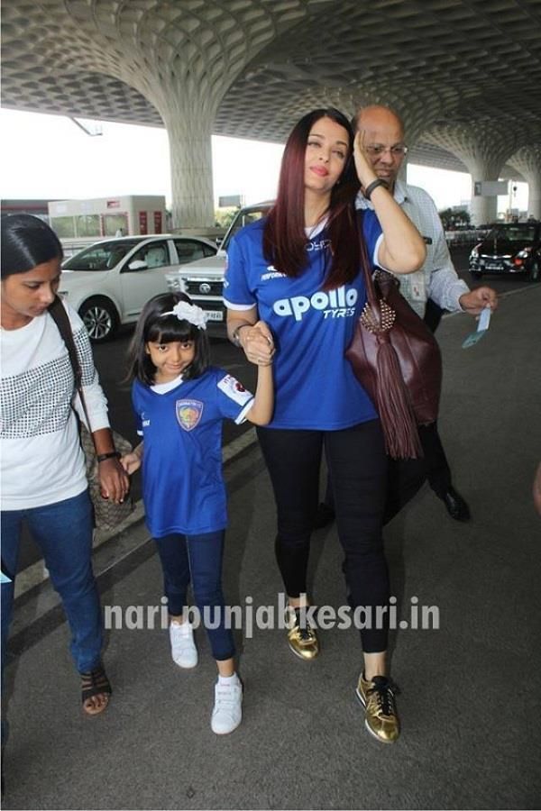 aishwarya and aaradhya in matching clothes