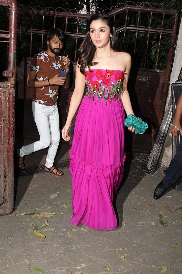 alia bhatt in off shoulder pink dress