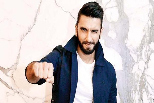 padmaavat actor ranveer singh creates a new record 200cr
