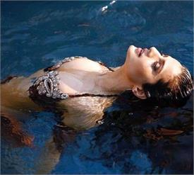 ameesha patel bikini photo trolled