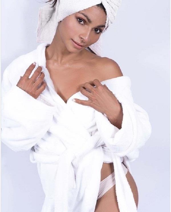 tanisha was seen in the bathroom towel