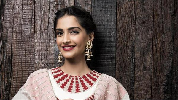 padman effect sonam kapoor beats deepika padukone in terms of popularity
