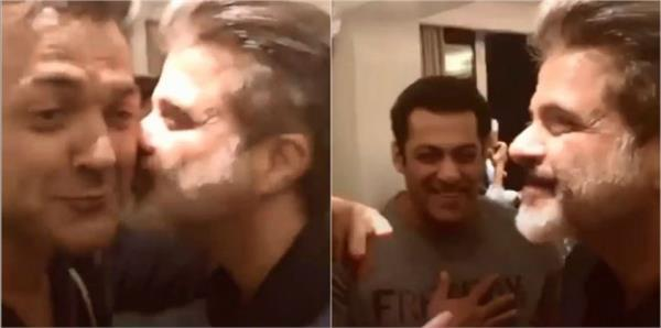 anil kapoor kissing bobby deol in race 3 party salman khan shocked